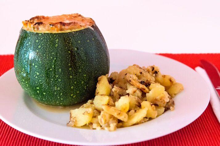 Gefüllte Zucchini mit Cottage Cheese